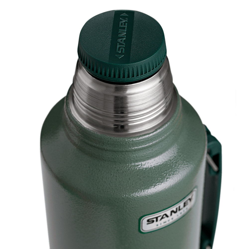 Термос STANLEY Легендарний класичний з ручкою 1,9л зелений Материал корпуса нержавеющая сталь